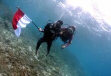 Photo of Penyandang Disabilitas Kibarkan Merah Putih Di Dasar Laut