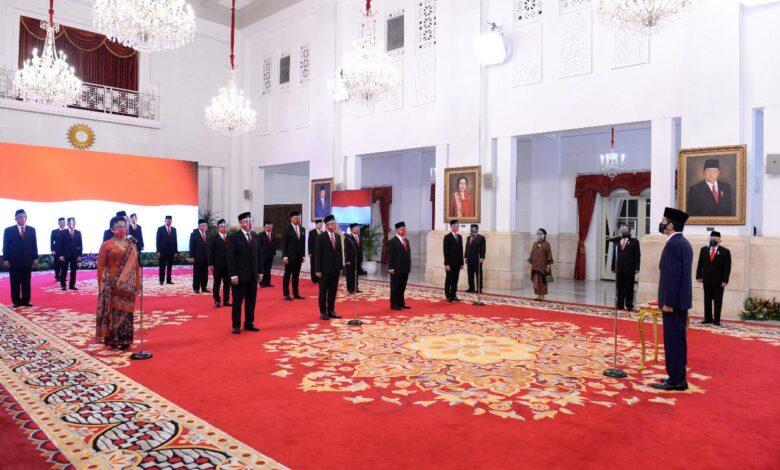 Photo of Jokowi Lantik 20 Duta Besar RI untuk Negara Sahabat